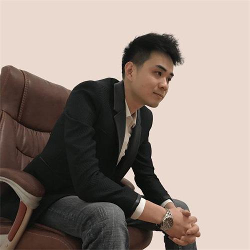 叶海龙,网名:游龙,「点石汇」网络创业博客创建人。